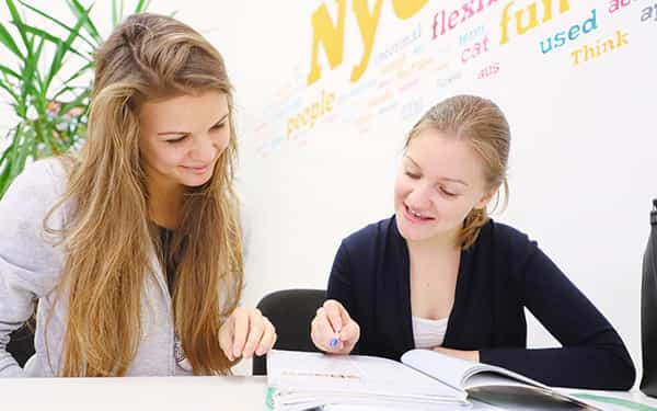 Az English File-lal és saját könyvünkkel való tanulás során az alábbi készségek egyformán fejlődnek: hallás utáni szövegértés, olvasás utáni szövegértés, íráskészség, beszédkészség